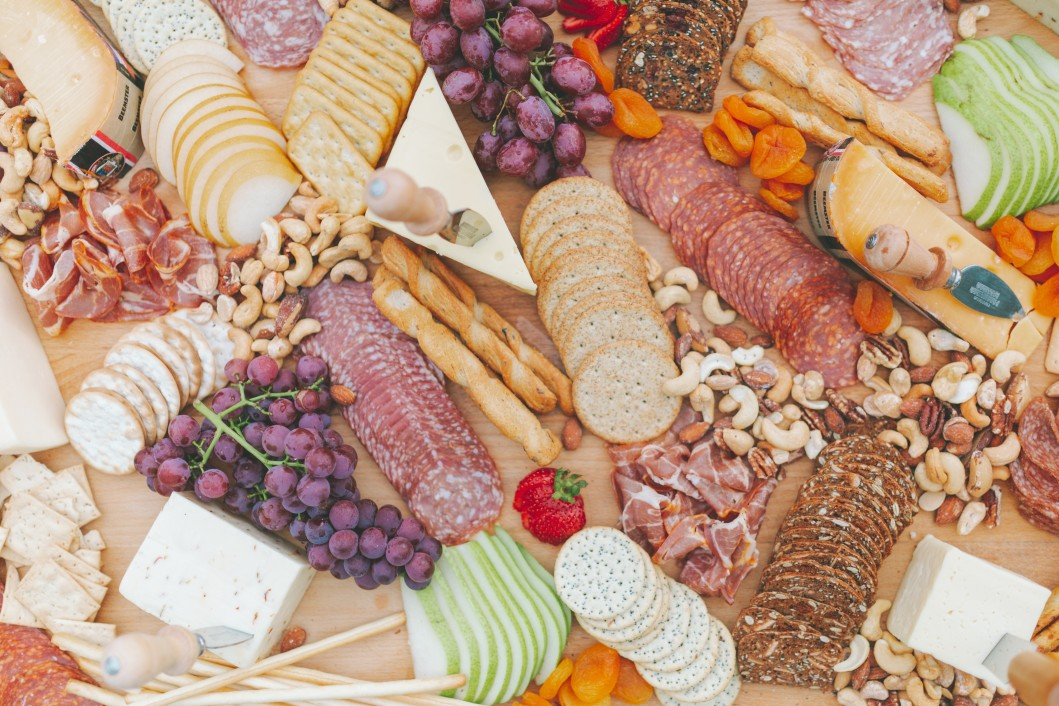 a-beautiful-charcuterie-plate_t20_1Q20oW