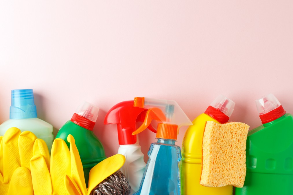 colorful-cleaning-set-for-different-surfaces-in-kitchen-bathroom-other-rooms-copy-space-for-text-or_t20_kRgvjx